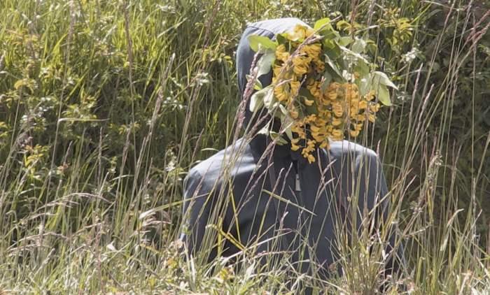 Lhomme-la-tete-de-fleurs-2-c-©-Sophie-Laly-700x490-700x490